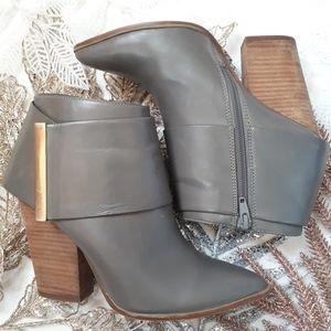 Aldo Grey Leather Chunky Heel Bootie Size 7